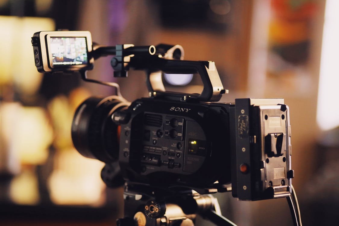 Sony dsc-rx10 iv video camera for beginner filmmakers and videographers