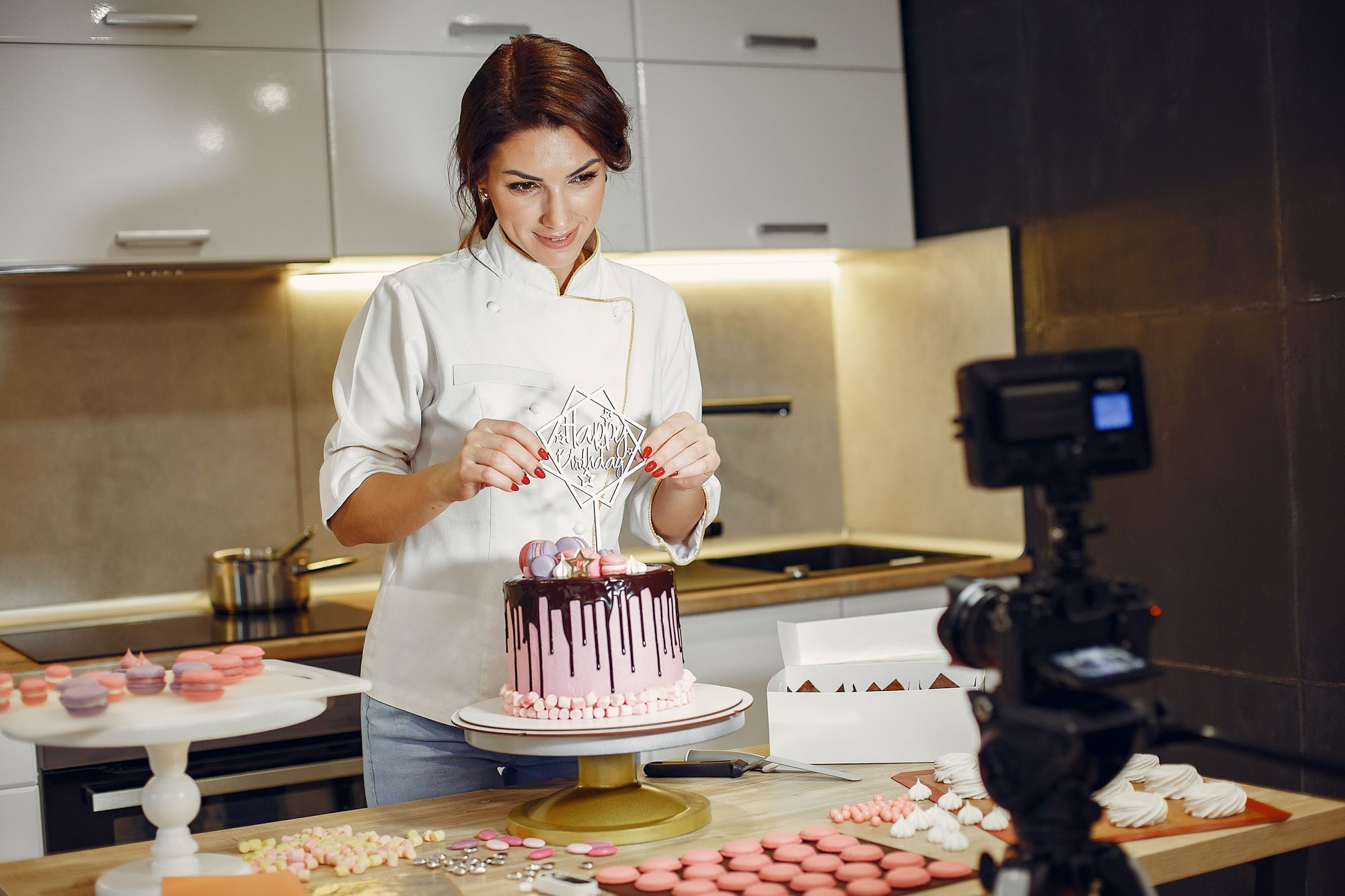 """Get your """"how-to bake the perfect birthday cake"""" on live stream"""