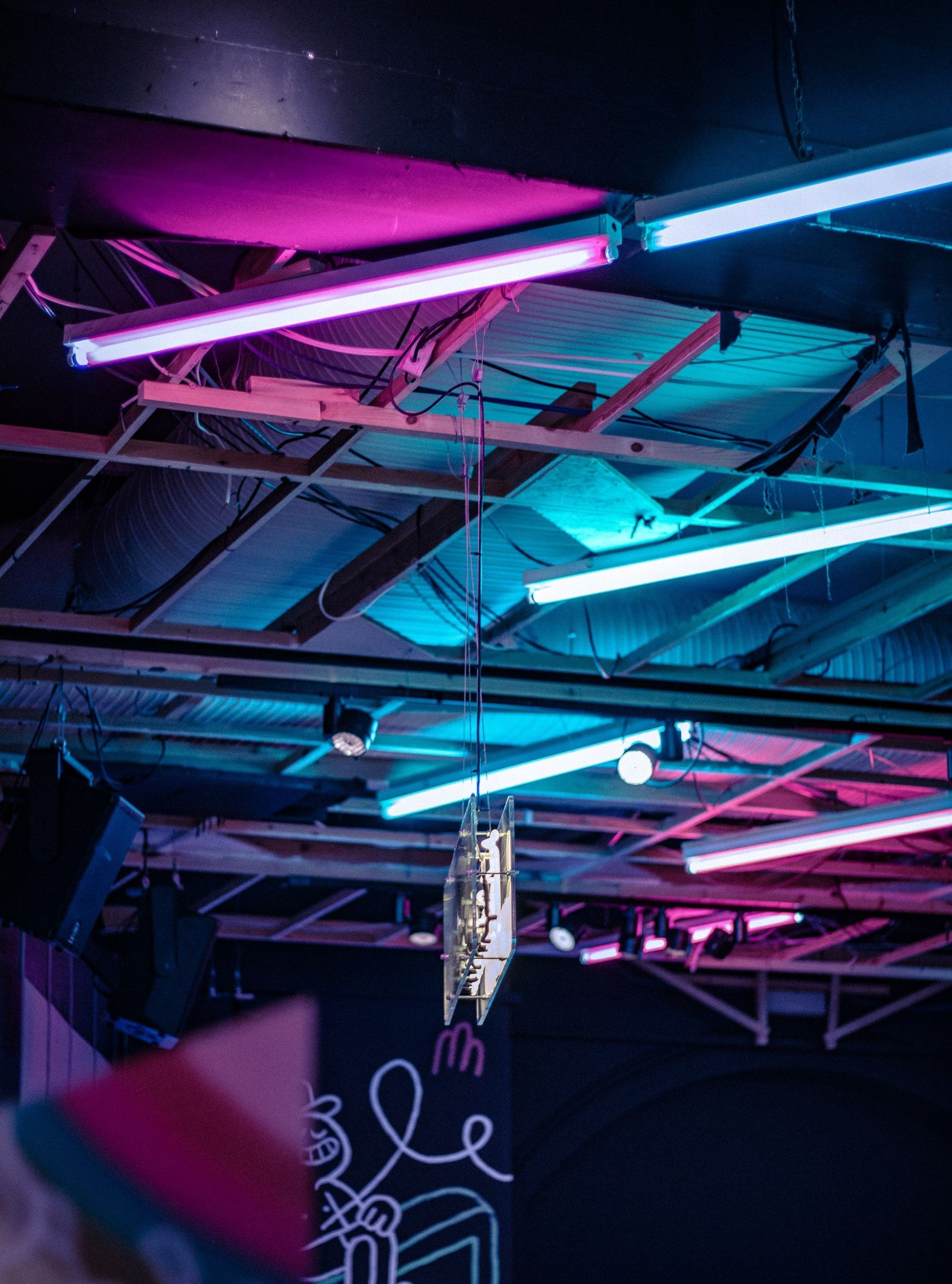 Fluorescent lighting equipment