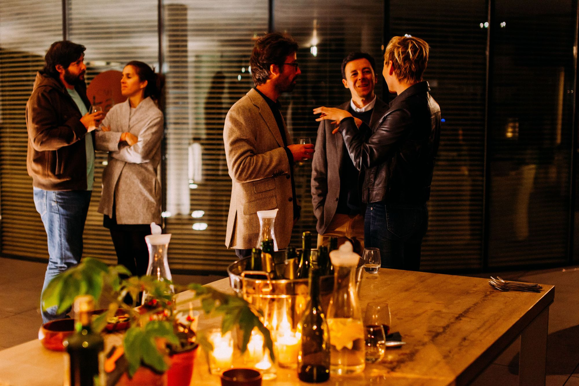 people-networking-at-event