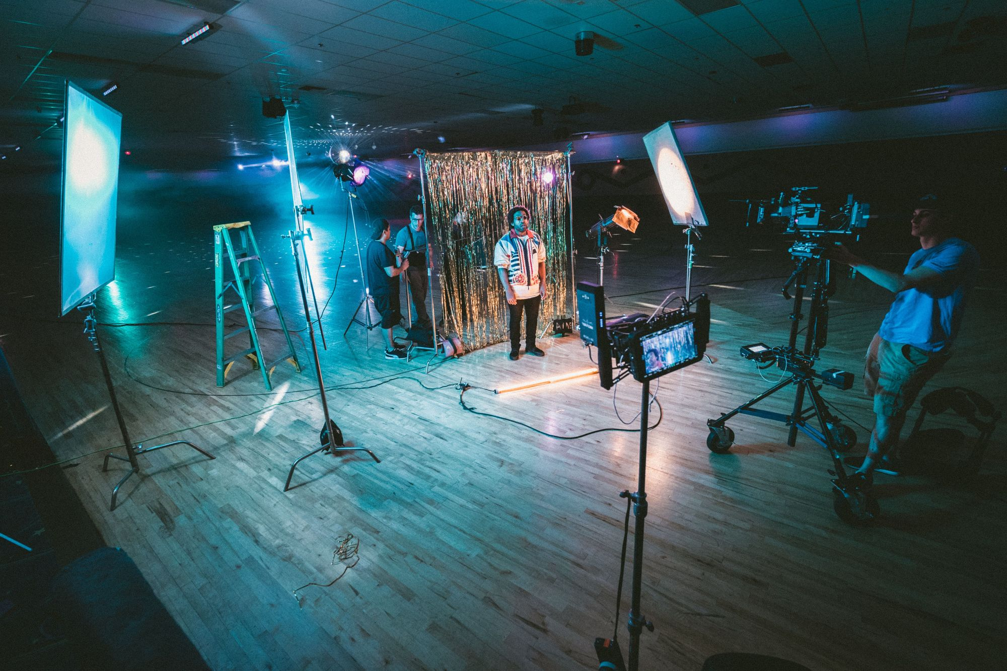 video-production-with-led-lighting-boom-microphones-and-cameras