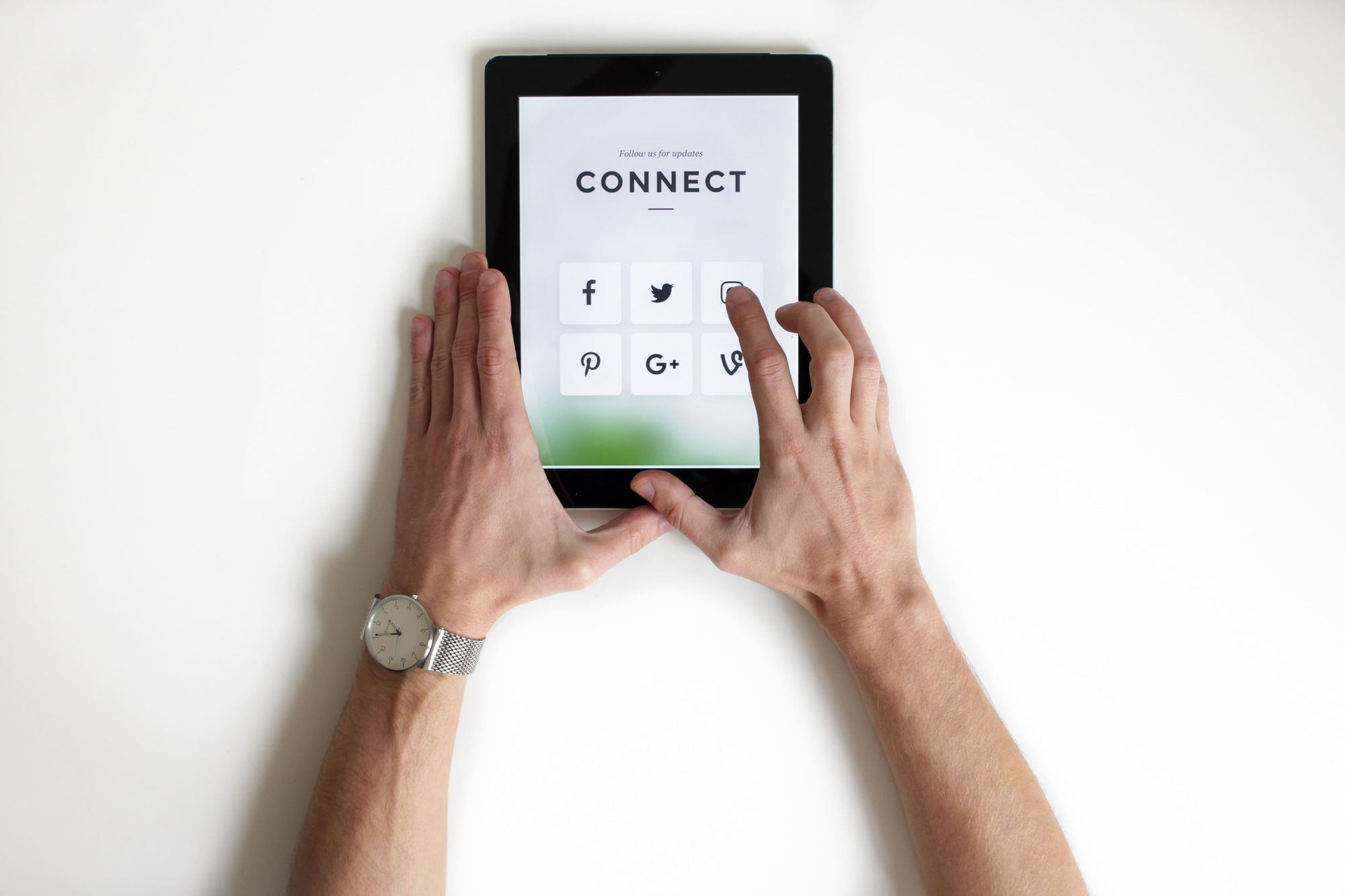 ipad-connecting-with-social-media