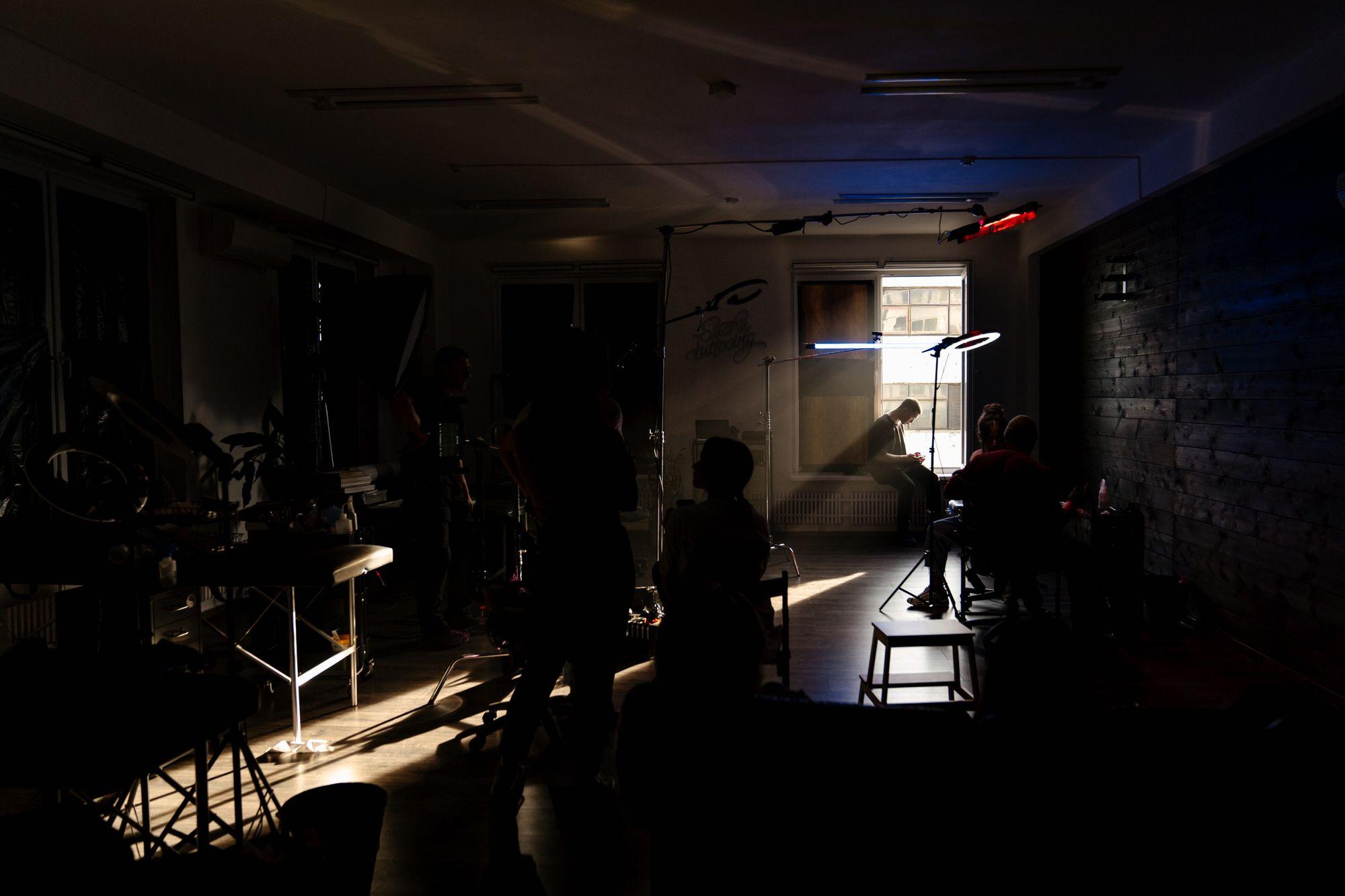 lighting-in-dark-roome