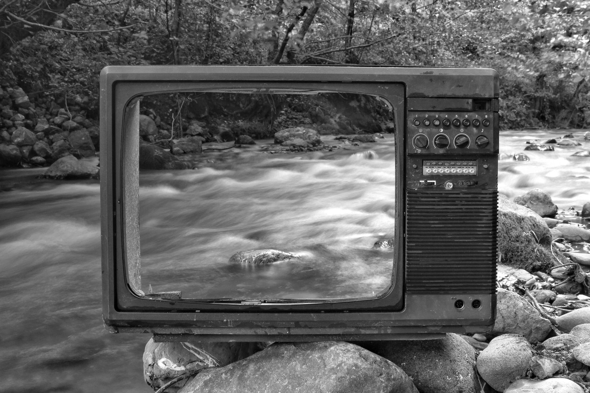 noir-tv-at-river