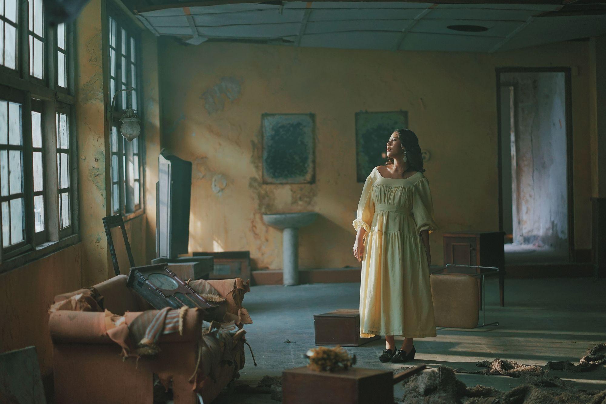 Artsy, conceptual music video still